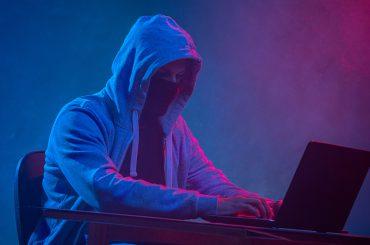 Hacker pirate informatique confinement cyber-attaque entreprise assurance cyber-risques