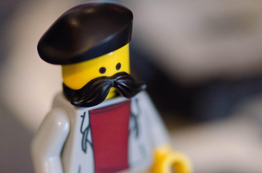 Lego avec une moustache